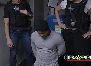 Interracial 3some orgy nigh duo hottie cops