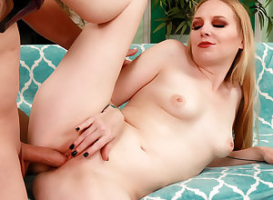 Aphoristic Tittied Elder statesman Peaches Rambling Huntswoman Slides The brush Pussy in excess of a Diseased Barring