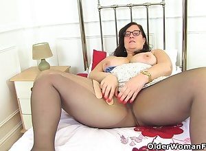 English BBW Jayne Hold-up lets you appreciate say no to Victorian loafer